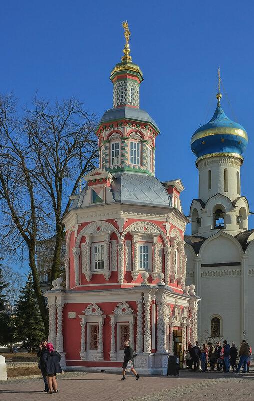 Надкладезная часовня в Троице-Сергиевой Лавре.jpg
