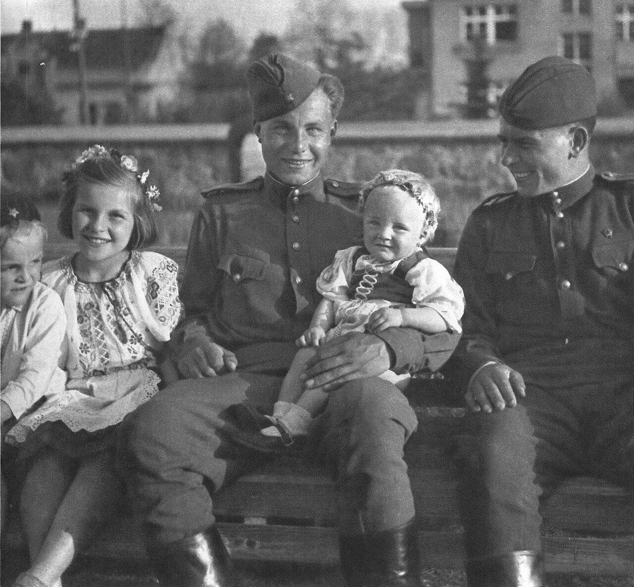 Солдаты ебут женщин в годы войны