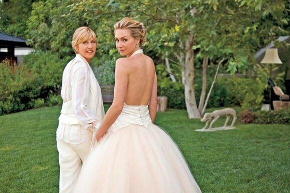 Элен ДеДженерес вышла замуж за давнюю подругу, актрису Порцию де Росси, на 40-вом году жизни.