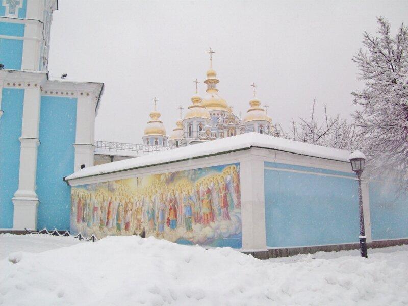 Угол Михайловского монастыря