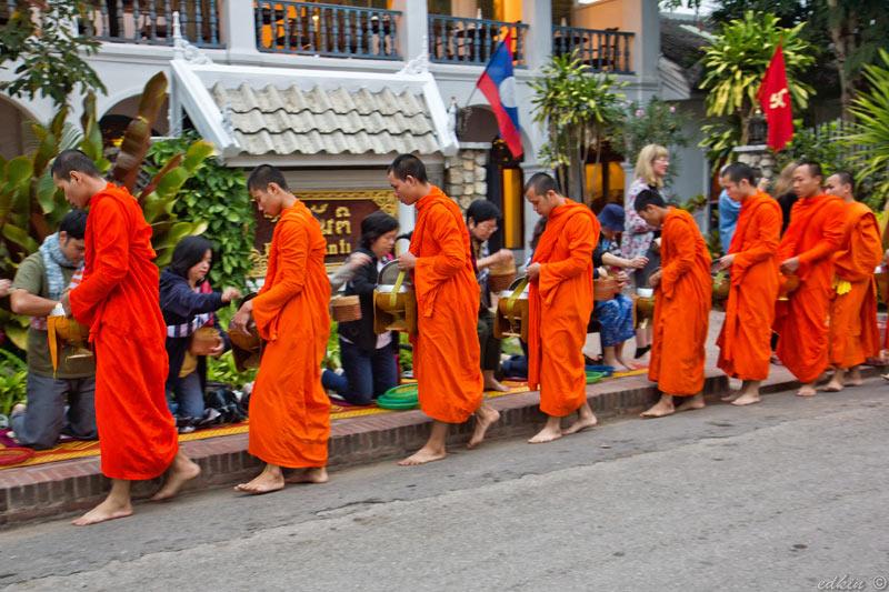 Луанг Прабанг, кормление монахов