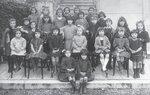 В школе. Аня Бетулинская — в верхнем ряду крайняя слева