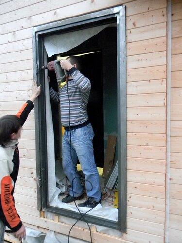 сколько стоит установить стальной дверь