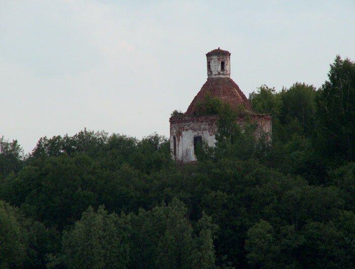 Храм на острове в Лозском озере