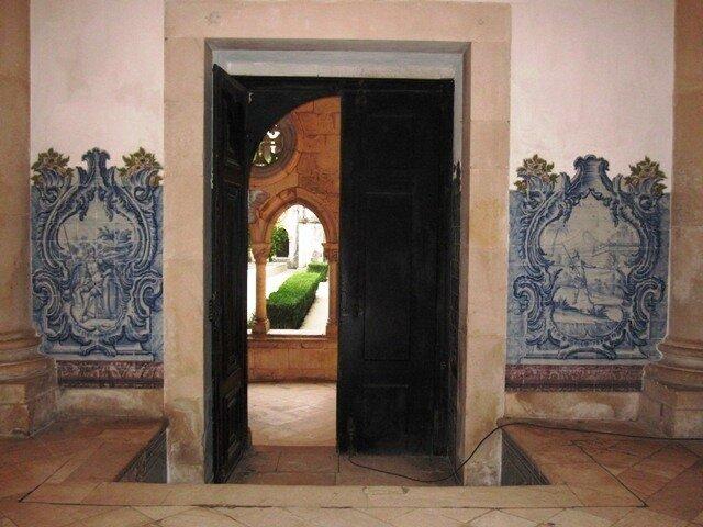Дверь монастыря Алкобаса
