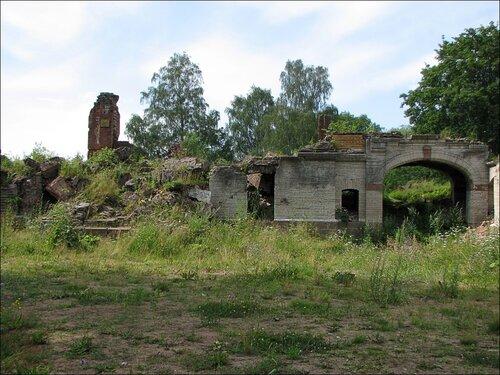 Развалины Нижней дачи