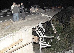 В Хабаровском крае грузовик с военными упал в реку