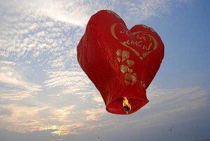 Влюбленные жители Владивостока смогут запустить небесные фонари в форме сердец