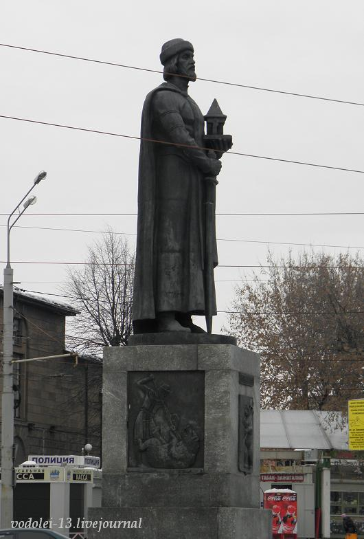 Памятник Ярославу Мудрому в Ярославле-.JPG