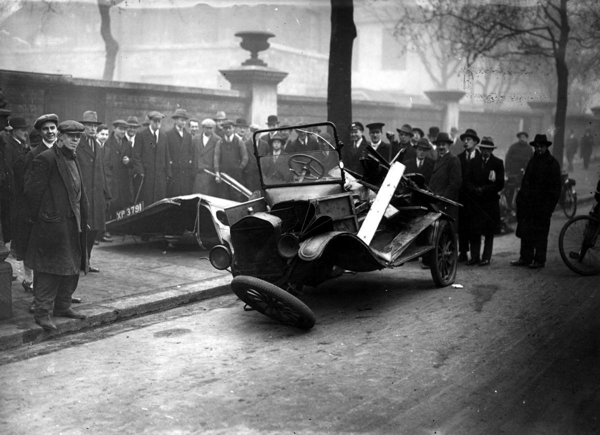 Автомобильные аварии в Лондоне и его окрестностях на фото 1-й половины 20 века (5)