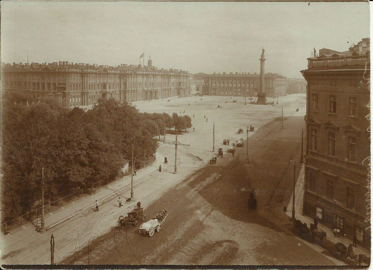 Вид на Дворцовую площадь с крыши дома Гейденрейха. Невский пр.,д.1