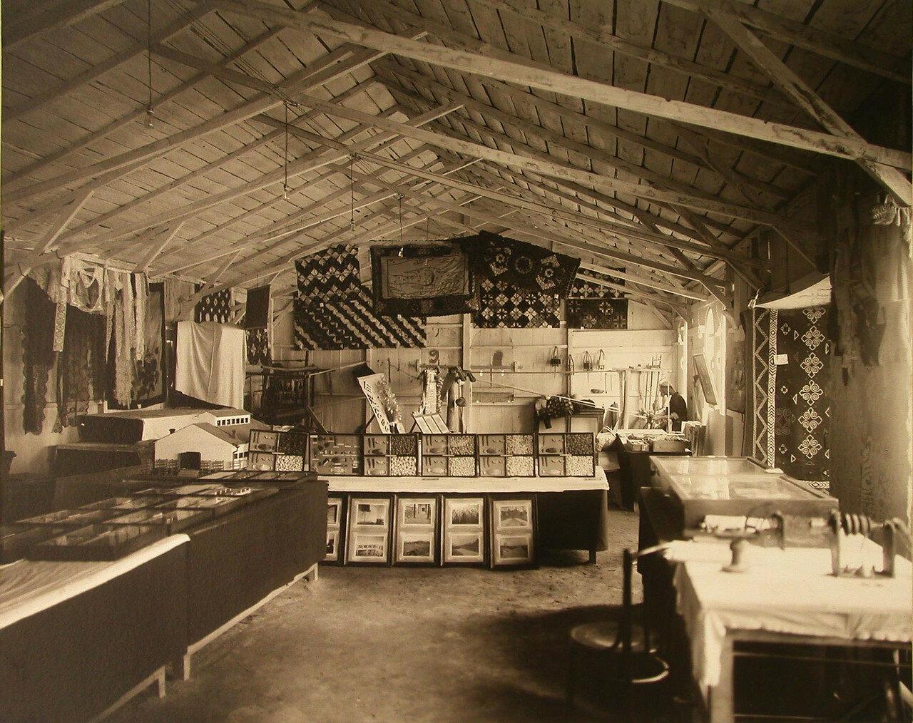 47. Внутренний вид отдела шелководства