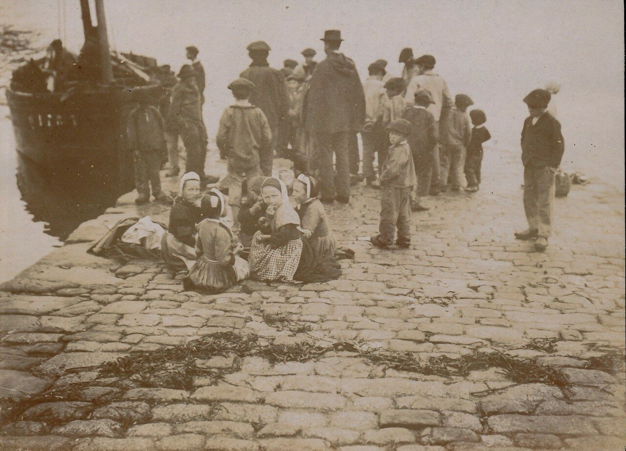 1900. Девочки в порту