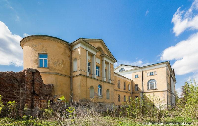 Восточное крыло главного здания усадьбы Ивановское.