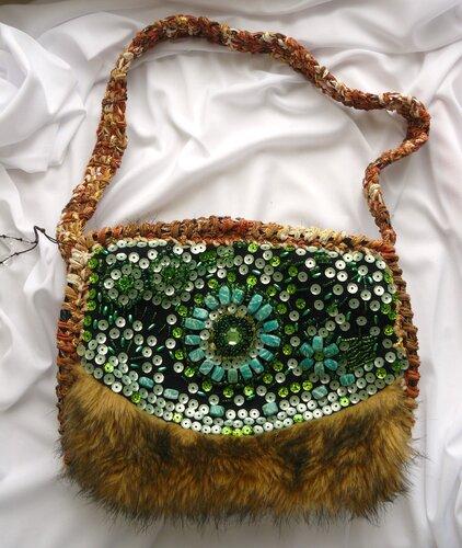 """Сумка  """"Якутская """"- вязание крючком, вышивка бисером, пайетками, натуральными камнями, искуственный мех..."""