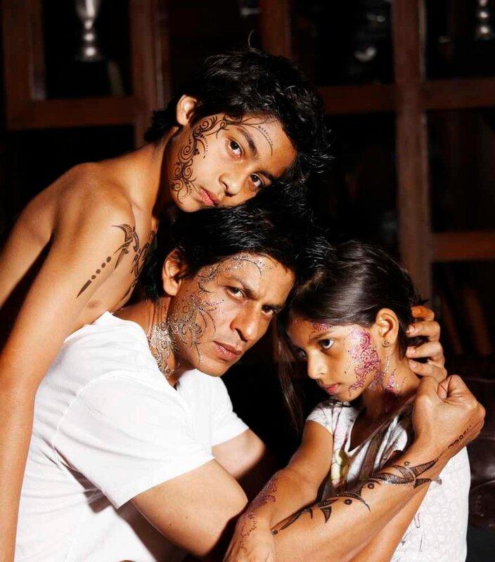 Шахрукх Кхан с сыном Арьяном и дочкой Суханой 2010