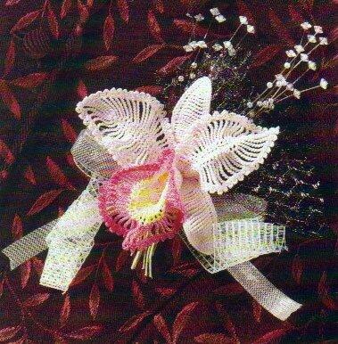 Поделки своими руками: бело-розовая орхидея, связанная крючком