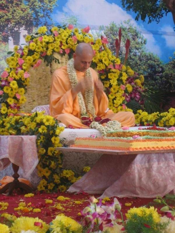 Монах-вайшнав, Санньяси, магистр философии бхакти-йоги, Шрила Радханатха Свами Махарадж