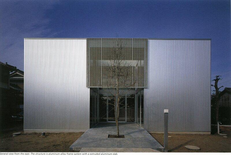 жилой дом, отделка профилированным материалом, П-образный план, Япония