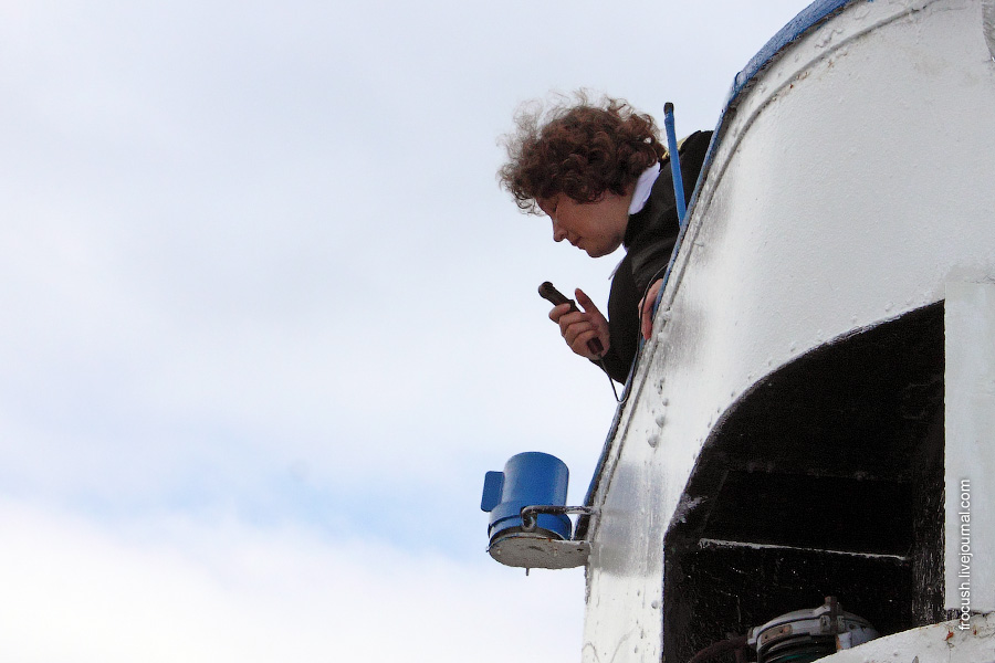 Капитан теплохода «В.М.Зайцев» Портнягина Ирина Валерьевна на мостике