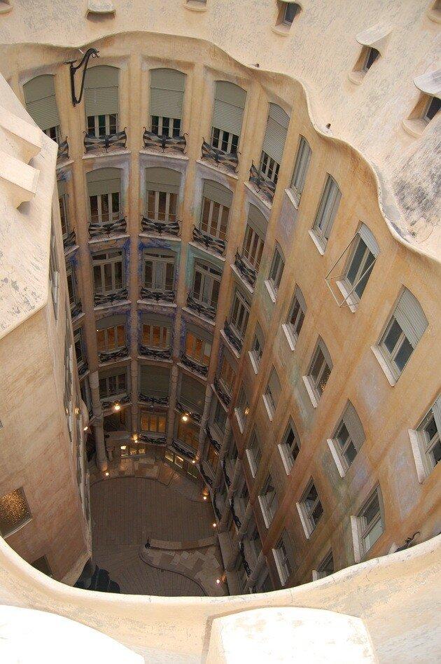 Дом Мила (Casa Mila - La Pedrera) в Барселоне
