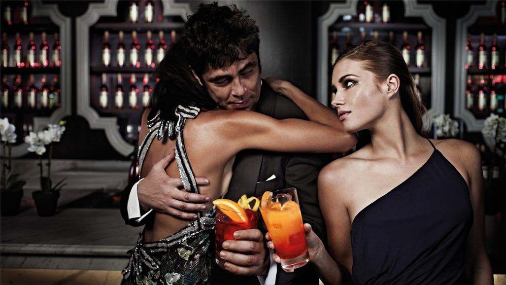 Бенисио дель Торо / Campari The Red Affair 2011 calendar - Benicio del Toro by Michel Compte - декабрь