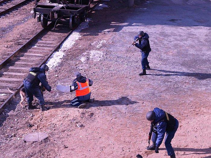 На грузовой станции Владивосток прошли совместные тактико-специальные учения
