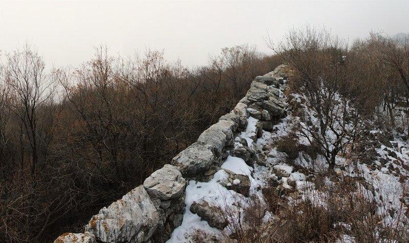Не туристическая китайская стена Останки стены