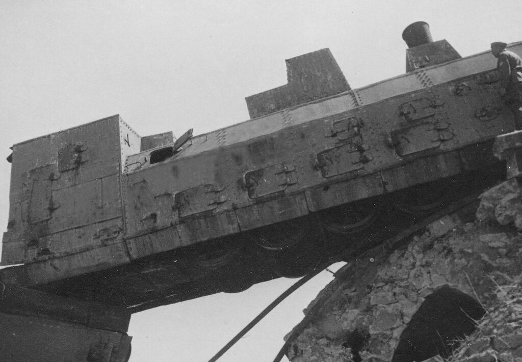 Уничтоженный советский бронепоезд.