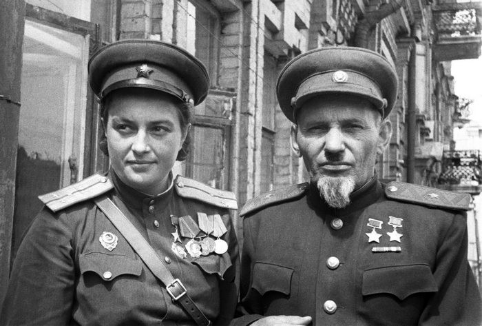 Сидор Ковпак и Людмила Павличенко..jpg