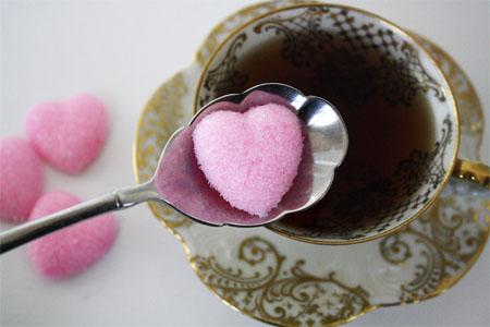 Цветной сахар в форме сердца