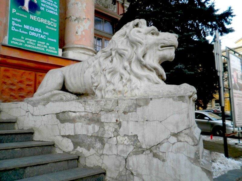 кишиневский лев, потрепанный, но благородный
