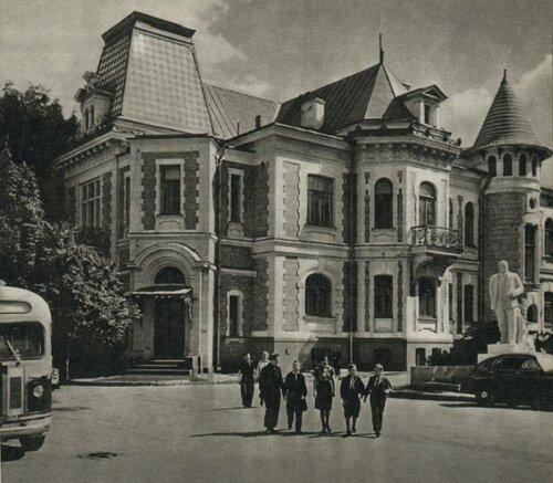 Дом пионеров на Стопани