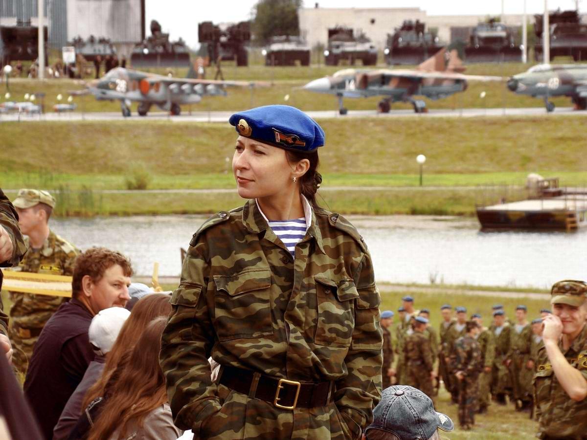 Очень грозная сила: Девушки в армейской униформе (34)