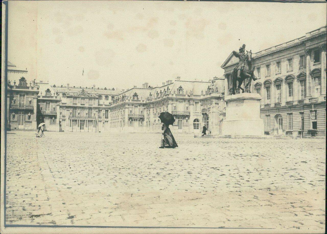 Версальский дворец, Королевская часовня, Мраморный двор