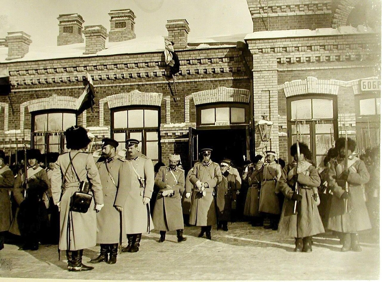 01. Император Николай II принимает рапорт по прибытии на смотр