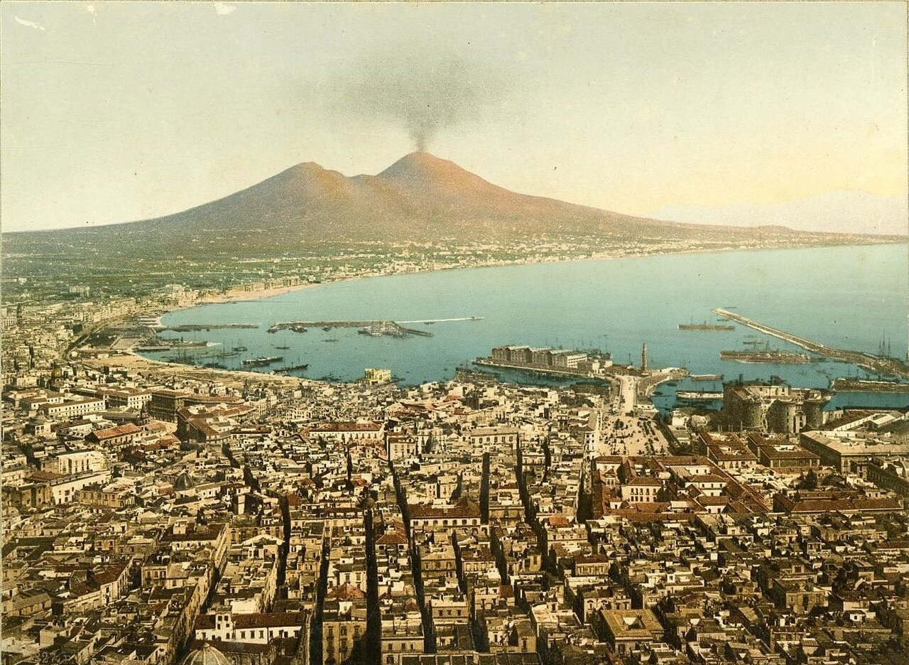 Общий вид на город и Везувий