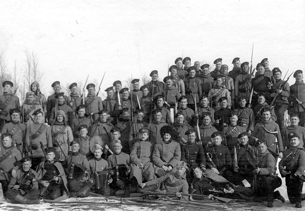33. Солдаты и офицеры лейб-гвардии Егерского полка на учении в бригаде. 1908
