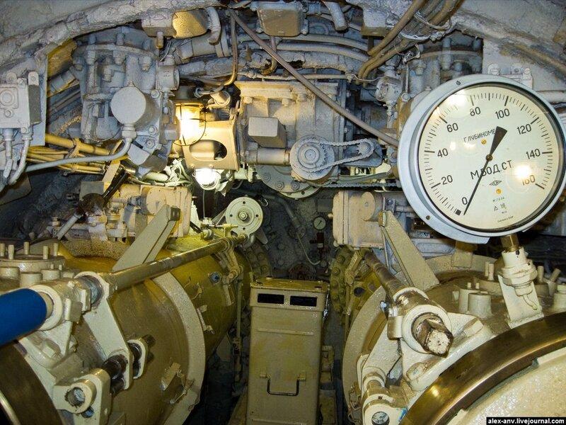 Подводная лодка С-189. Корма подлодки. Здоровые цилиндры внизу - кормовые торпедные аппараты.