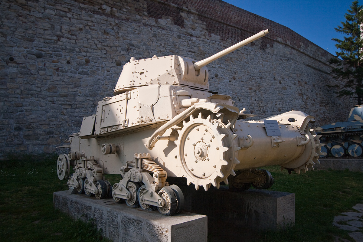 Carro Armato M13/40, Италия