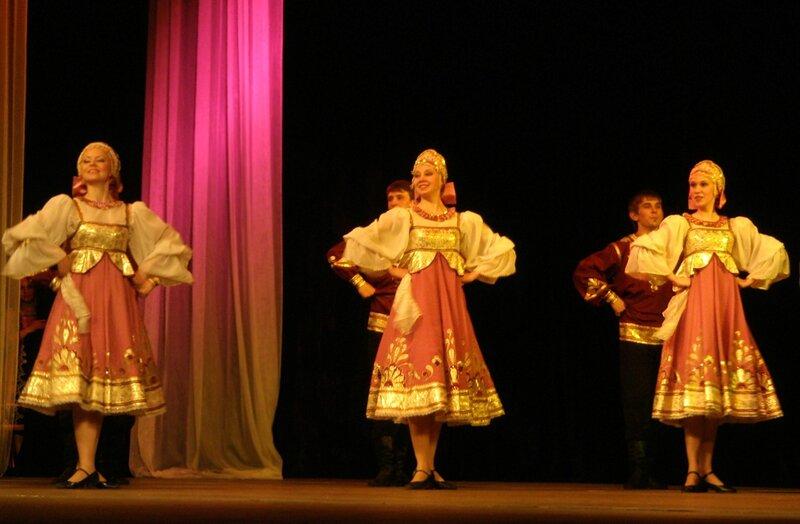 Ярославцы поют и танцуют в Италии.