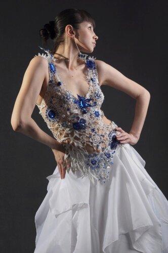 Платье изначально задумывалось как полностью выполненное из бисера, но по моей неосторожности за пару недель до...