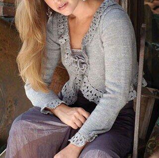 Женский серый жакет, связанный спицами