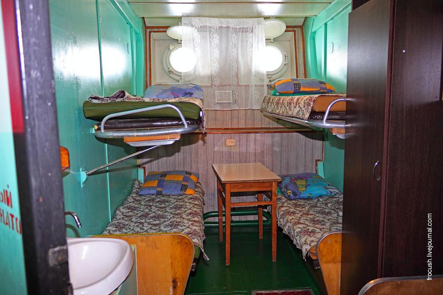 Четырехместная двухъярусная каюта №79 на нижней палубе теплохода «В.М.Зайцев»