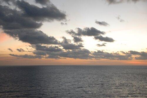 Атлантика. Разорванные облака.