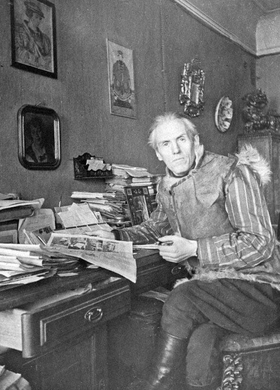Писатель Николай Тихонов