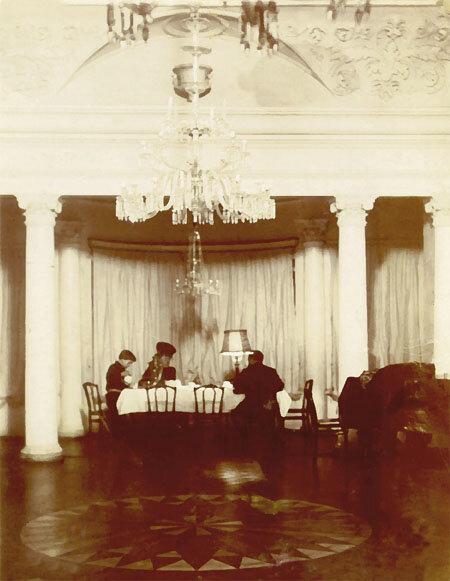 Белая зала в усадьбе Боратынских в Казани