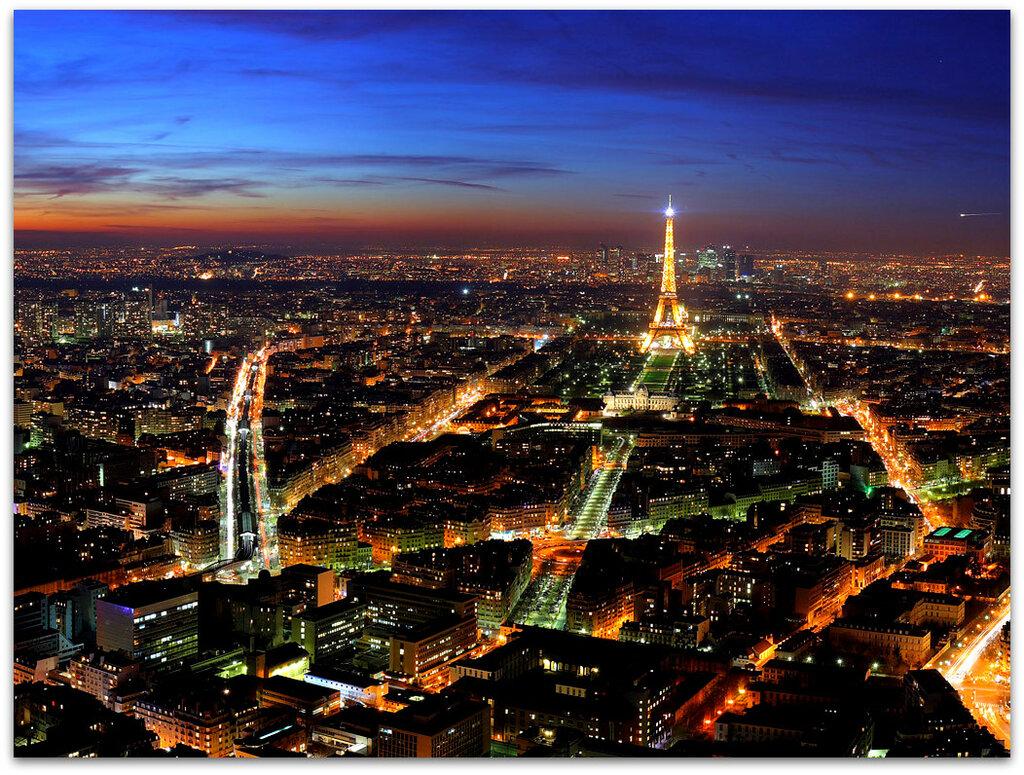 Потрясающее панорамное фото ночного Парижа