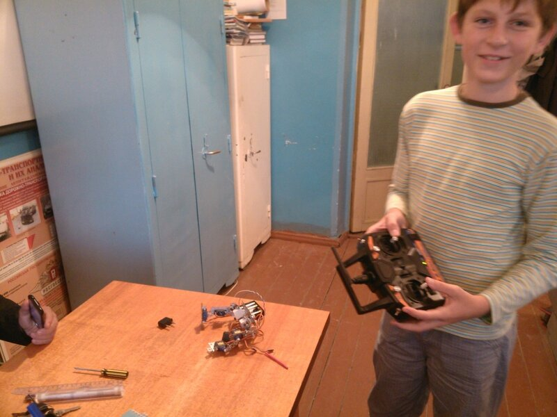 Робот Птенец и пульт-02.jpg
