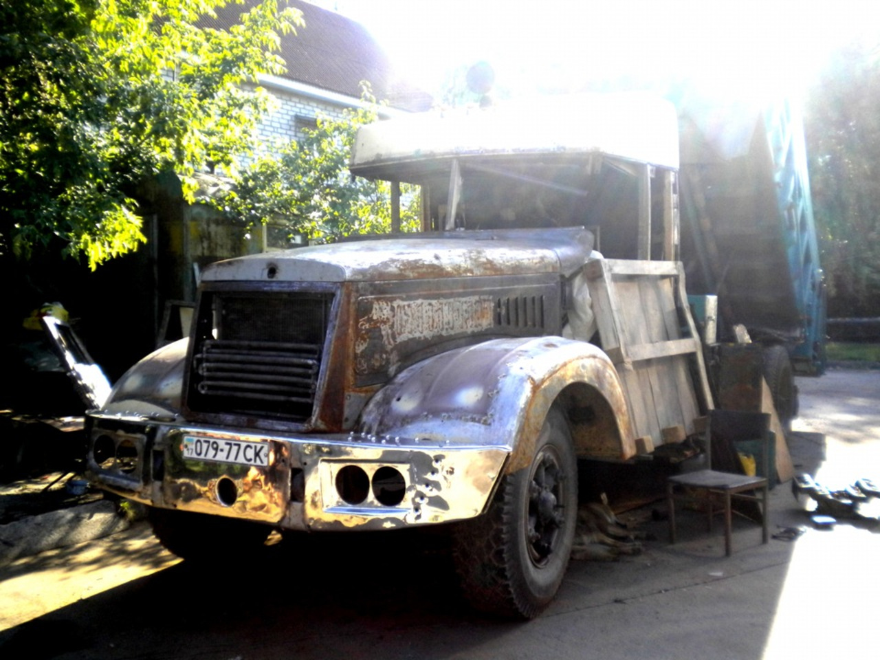 КРАЗ 256 Дмитрия – рабочая машина, которая каждый день трудится на строительстве дорог. Нашему герою